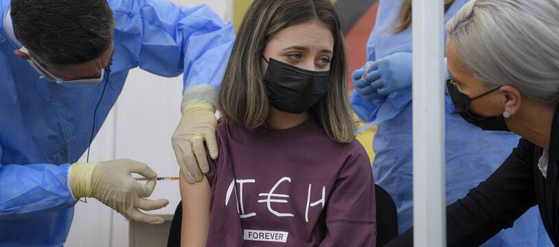 Le gouvernement réfléchit à autoriser la vaccination des 12-15 ans, dont la décision reviendrait principalement aux parents. (Illustration)