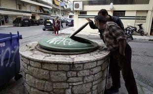 Le bébé a été découvert dans un vide-ordures à Kalamata, en Grèce.