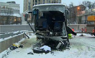 Le bus accidenté ce dimanche sur l'A3 à Zurich.
