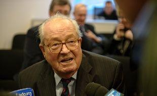 Jean-Marie Le Pen, ancien président du FN, à Nanterre le 5 janvier 2012
