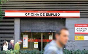 Face à un chômage touchant un actif sur quatre en Espagne, ceux qui travaillent ne sont pas épargnés et doivent accepter des salaires toujours plus bas, un processus synonyme de gain de compétitivité mais douloureux socialement.