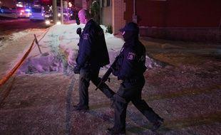 La police canadienne près de la mosquée où a eu lieu une fusillade dimanche 29 janvier 2017 à Québec.