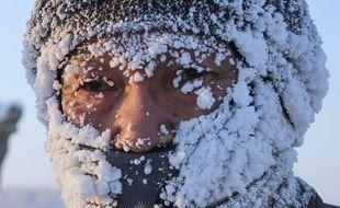 Un marathonien a le visage incrusté de glace après avoir bravé les vents hivernaux lors de la course la plus froide du monde à Oymyakon en Russie.