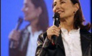 Ségolène Royal multiplie les attaques contre Nicolas Sarkozy pour combler son retard sur le ministre-candidat dans les sondages d'intentions de vote, tout en se démarquant du PS par ses propositions pour 2007.