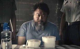 Le dissident chinois Ai Weiwei dans un clip, diffusé le 22 mai 2013.