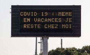 Panneau à Nice sur la route pendant le confinement.