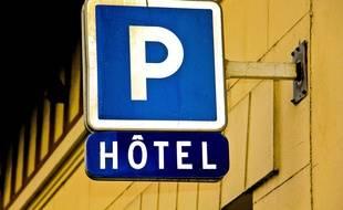 Panneau de signalisation d'un hôtel. (Illustration).