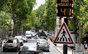 Un radar pédagogique installé à Vanves, mesurant en temps réel la vitesse des automobilistes