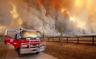 Au moins 49 personnes ont péri dans les incendies de forêt qui ravagent le sud-est de l'Australie, a annoncé dimanche la police australienne.
