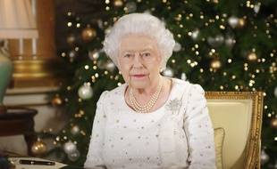 Elizabeth II à Buckingham Palace pour son traditionnel message de Noël, le 25 décembre 2017.