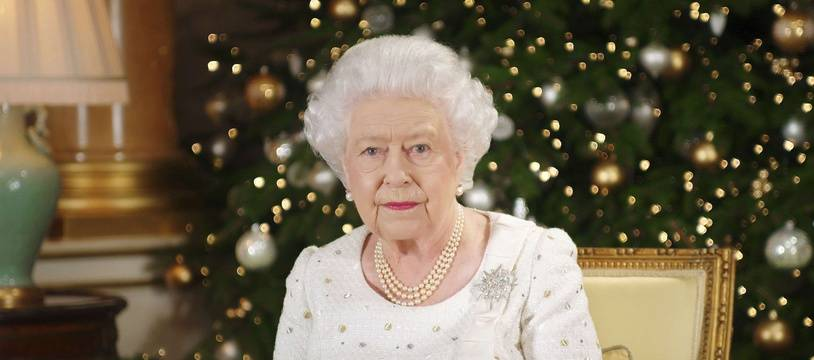 Elizabeth II à Buckingham Palace pour son traditionnel message de Noël, le 25 décembre 2017.