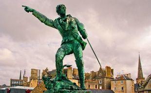 La statue du corsaire Robert Surcouf à Saint-Malo.