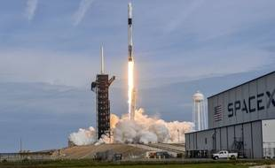Lancement de la capsule Crew Dragon par le lanceur Falcon 9, le 19 janvier  2020.