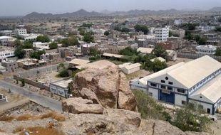 Un attentat suicide a ensanglanté la ville de Jaar quelques jours après une attaque contre l'armée, faisant craindre un retour d'Al-Qaïda dans les centres urbains du sud du Yémen où un déploiement des forces de sécurité se fait attendre.