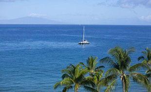Un bateau près des côtes de l'île de Lanai, à Hawaii.