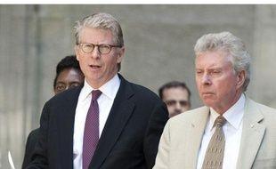 Cyrus vance, district attorney (procureur) de New York, s'apprête à parler à la presse, le 1er juillet 2011 à New York, juste après l'audition levant les conditions de la libération sous caution de Dominique Strauss-Kahn.