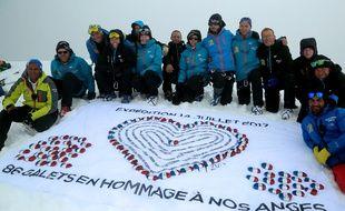 Les marcheurs ont déposé les galets sur le sommet du Stok Kangri, à 6153m d'altitude