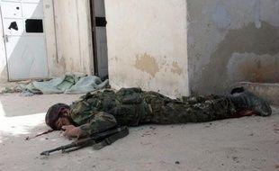 Un combattant de l'opposition gravement blessé à Alep le 9 avril 2014