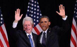 """L'ancien président des Etats-Unis Bill Clinton a éreinté lundi le républicain Mitt Romney, affirmant que sa politique serait """"calamiteuse pour notre pays et le monde"""" s'il battait en novembre Barack Obama, en aidant ce dernier à remplir son trésor de campagne à New York."""