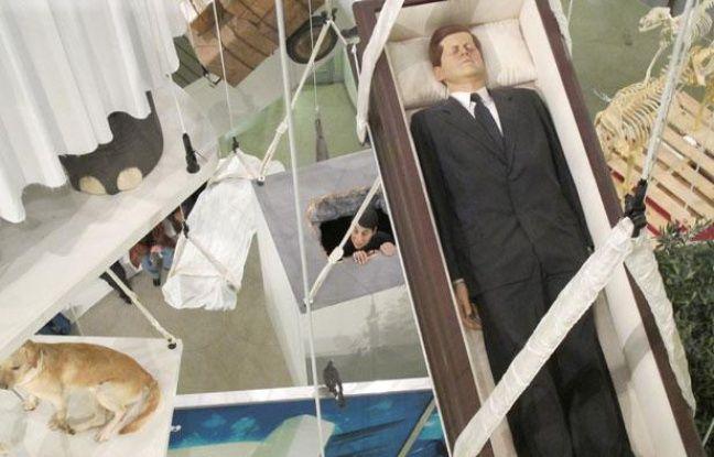 L'un des oeuvres exposées au Guggenheim de New York lors de la dernière exhibition de Maurizio Cattelan, en janvier 2012.