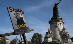 Une pancarte contre le FN Place de La République, à Paris