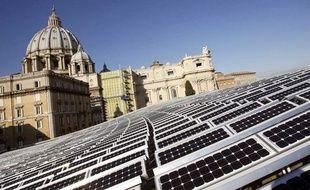 Des panneaux solaires sur les toits du Vatican, en novembre 2008.