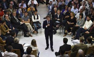 Emmanuel Macron lors d'un débat sur les retraites à Rodez (Aveyron) le 3 octobre 2019.