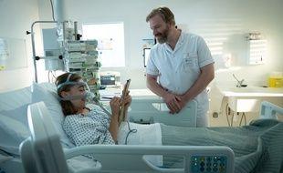 Louise (Mona Bérard) et Victor (Vincent Deniard) dans la saison 2 des «Bracelets rouges».