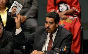 """Le président vénézuélien Nicolas Maduro a maintenu à leurs postes les principaux ministres de l'ère Hugo Chavez, confirmant sa volonté de poursuivre la politique de """"révolution bolivarienne"""" du charismatique leader défunt.a maintenu à leurs postes les principaux ministres de l'ère Hugo Chavez, confirmant sa volonté de poursuivre la politique de """"révolution bolivarienne"""" du charismatique leader défunt."""