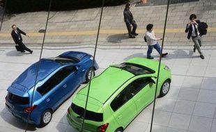Les ventes de véhicules neufs au Japon, hors mini-modèles, ont baissé de 7,3% en mai sur un an, a annoncé lundi l'association nationale des concessionnaires.