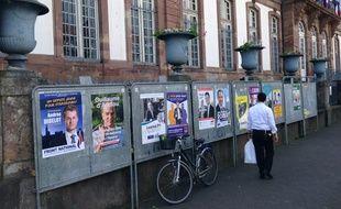 Strasbourg, le 20 mai 2015. - Quatorze candidats briguent le poste de député de la 1re circonscription du Bas-Rhin à Strasbourg après la démission d'Armand Jung (PS) en février 2016. Les élections législatives se tiennent les 22 et 29 mai 2016.