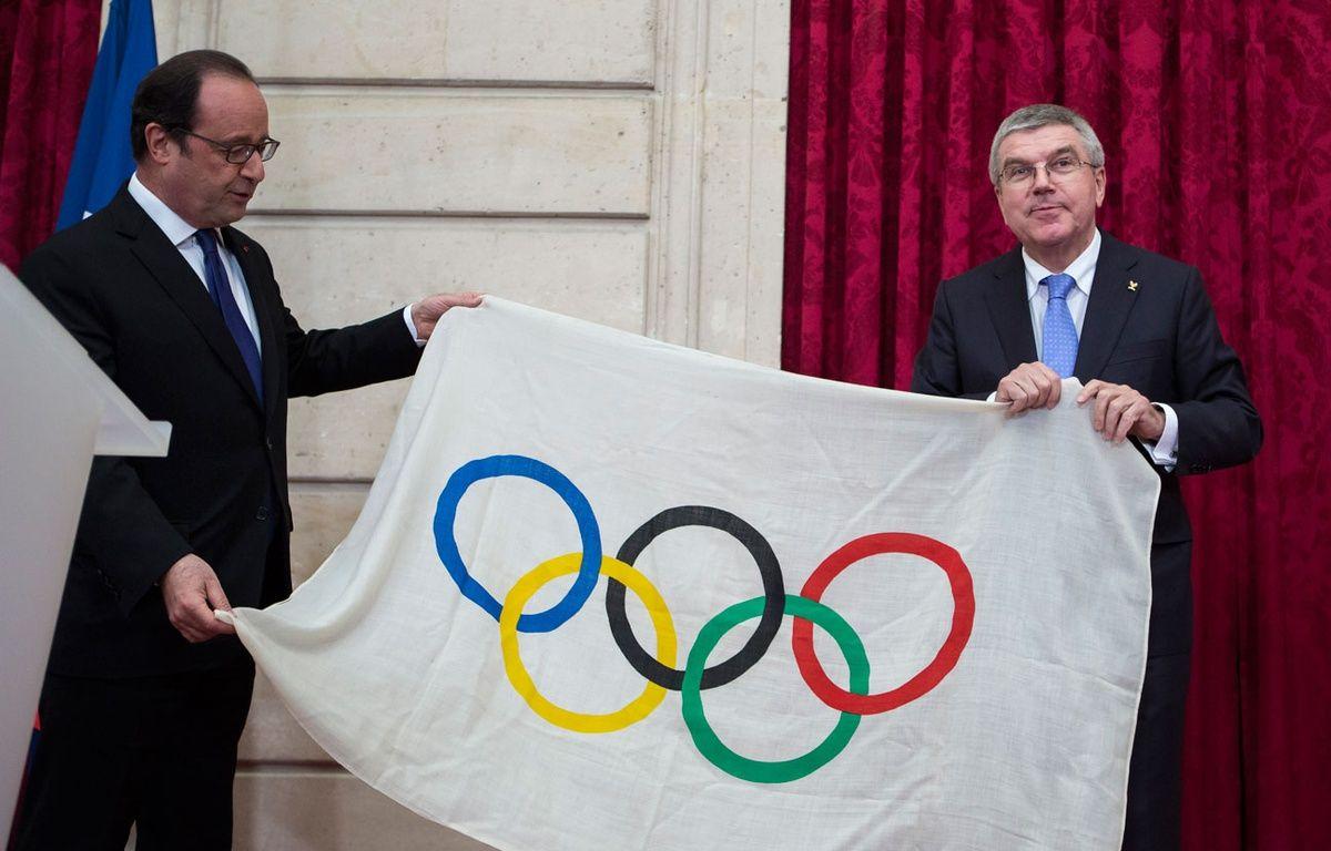 François Hollande et le président du CIO Thomas Bach le 2 octobre 2016. – Kamil Zihnioglu / POOL / AFP