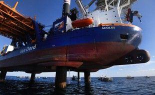 La pollution fait suite à un problème technique survenu àbord de l'Aeolus, qui procède depuis le début du mois de mai  des travaux de forage sur le site.