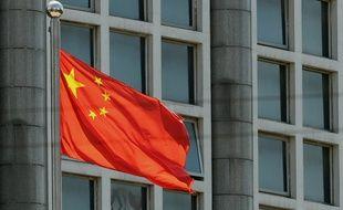 Un drapeau chinois flotte à Pékin.