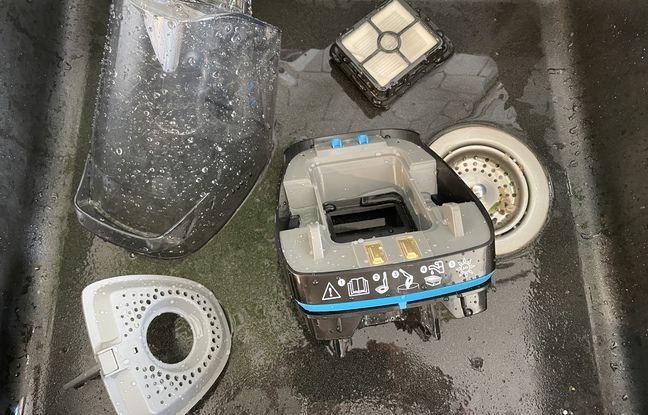 Bac à eau, passoire et filtre ont besoin d'être nettoyés.