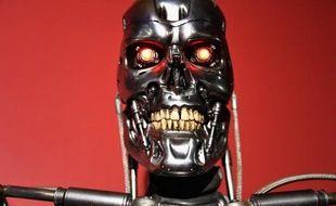 Le robot du film Terminator, qui vient de fêter ses 30 ans, à l'Egyptian Theatre d'Hollywood le 15 octobre 2014