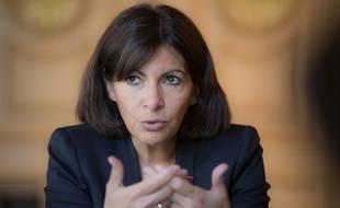 Anne Hidalgo, Maire de Paris dans son bureau de l'hôtel de ville, le 14 mai 2014.