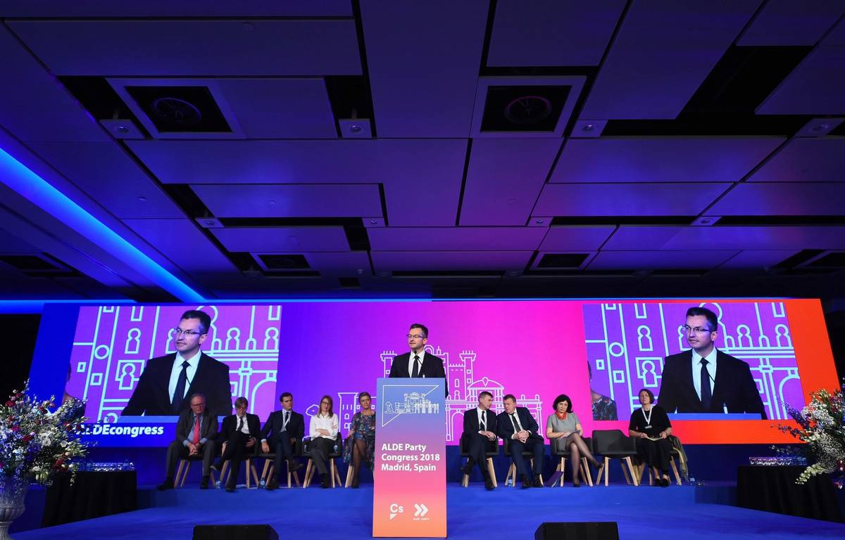 https://img.20mn.fr/cHe5dodpRGWG024gaK275Q/1200x768_congres-alliance-liberaux-democrates-europe-madrid-9-novembre-2018.jpg
