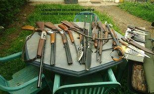 De nombreuses armes et munitions ont été saisies au domicile d'un homme à Balma, près de Toulouse, le 30 avril 2018.