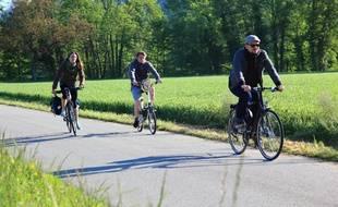 Après Belley, les cyclistes traversent le Bas Bugey, zone Natura 2000.