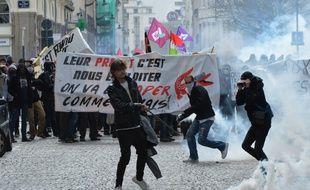 Des heurts ont éclaté entre policiers et manifestants ce jeudi dans le centre-ville de Rennes.