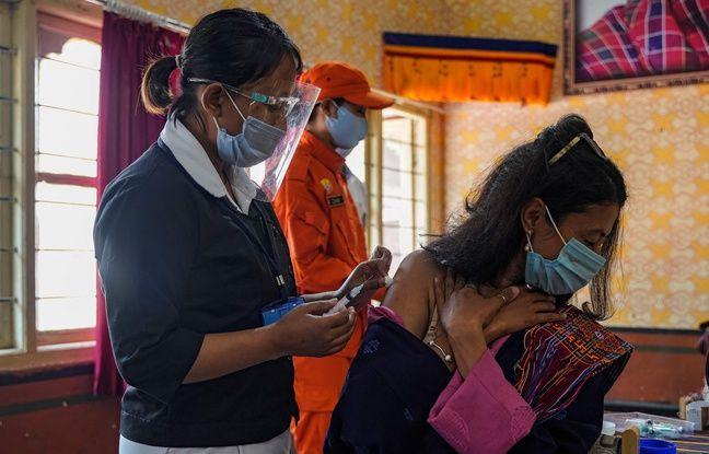 648x415 une dose de vaccin injectee a thimphou au bhoutan le 27 mars 2021