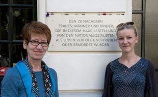 """""""Que s'est-il passé dans notre appartement il y a 70 ans""""? Des Berlinois sont partis à la recherche des anciens locataires juifs de leur immeuble, déportés sous le IIIe Reich, pour que ces victimes des nazis ne soient pas oubliées."""