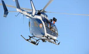 L'hélicoptère de la gendarmerie a évacué le blessé vers l'hôpital de Grenoble.