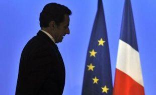 Le président Nicolas Sarkozy s'est à nouveau plaint jeudi de la Commission européenne lors d'une rencontre à huis clos, après des critiques cette semaine de sa vice-présidente Viviane Reding contre la France et l'Allemagne, a indiqué le Premier ministre hongrois, Viktor Orban.