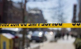 Le tireur et deux autres personnes sont blessés.