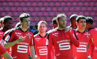 Sylvain Armand, ici entre Romain Danzé et Benjamin André, aura porté la tenue 2016-2017 du Stade Rennais avant son (probable) départ.