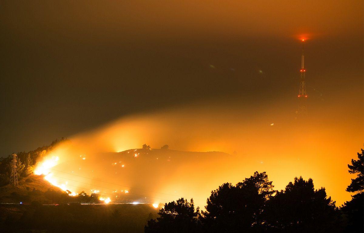 Un millier d'habitants ont dû être évacués de la ville néo-zélandaise de Christchurch en raison de feux de forêt et de broussailles qui ont rasé des logements, ont annoncé jeudi les autorités. – OLIVER WATSON/AFP