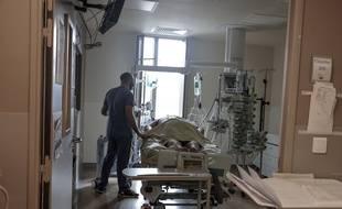 Coronavirus: 227 nouveaux décès, plus de 5.000 malades hospitalisés en soins critiques