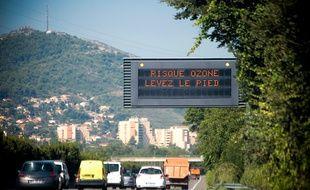 Marseille le 22 aout 2011 - Illustration sur la pollution de l'air à Marseille